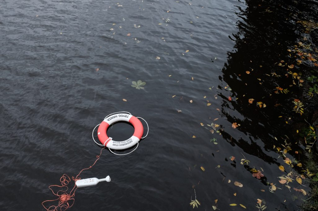 A lifebuoy on an empty lake.